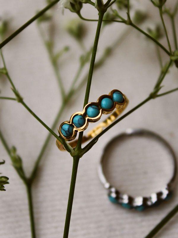 Bague acier doré à l'or fin serti clos turquoise