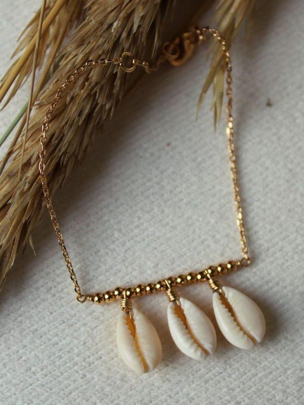 Bracelet plaqué or et coquillages multiples