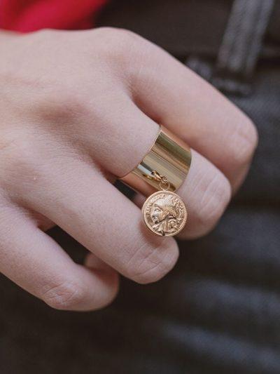 Bague avec médaille romaine en acier inoxydable doré
