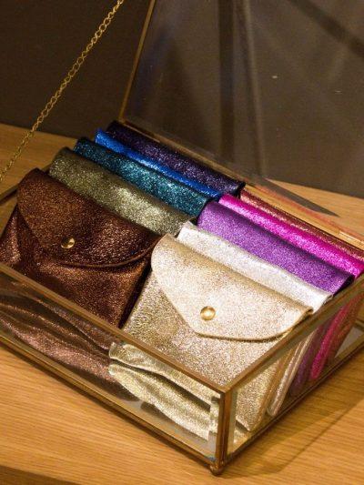 portemonnaie-maroquinerie-noir-irisé-portefeuille-cuir-mode