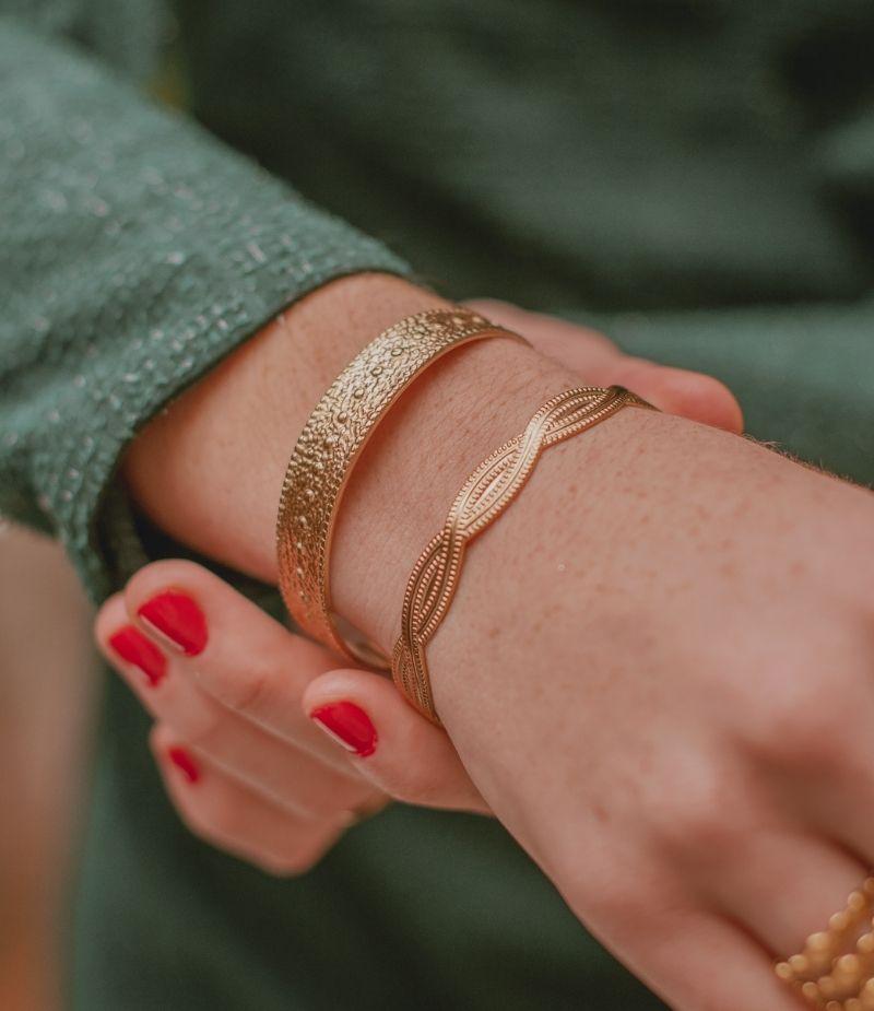 jonc-bracelet-doré-acierinoxydable-acier-martelé