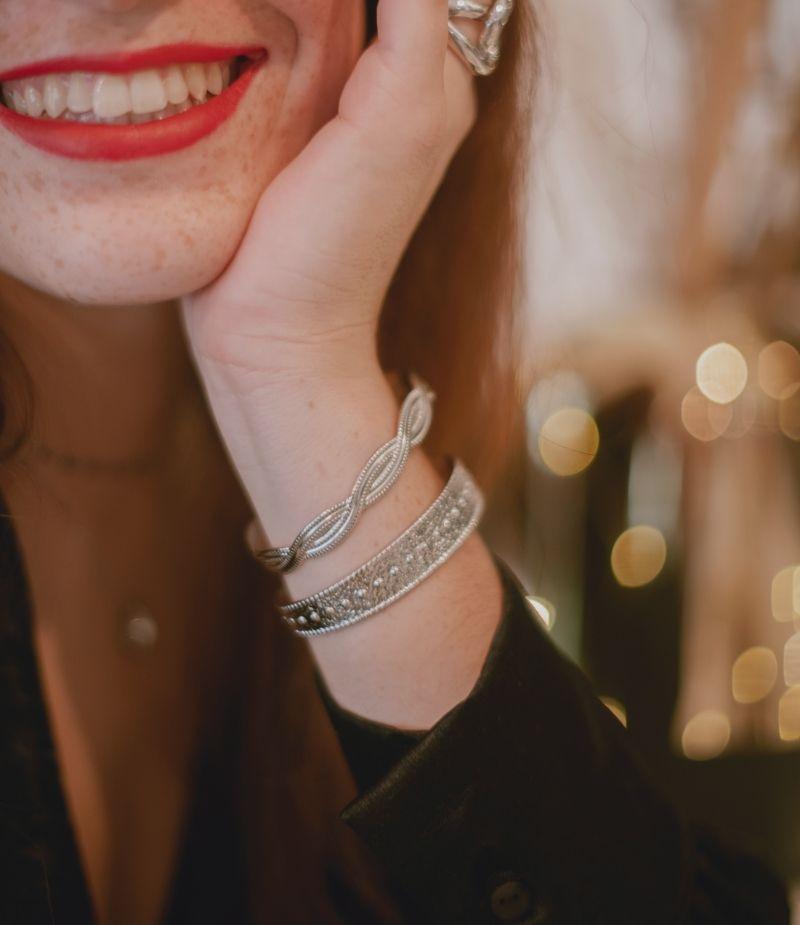 jonc-bracelet-argenté-acierinoxydable-acier-martelé