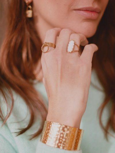 Bague acier inoxydable doree pour femme avec Agate blanche 2