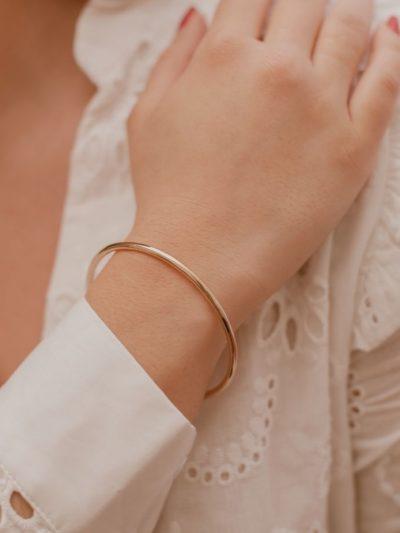 Bracelet jonc femme / Bijou en plaqué or pour femme.