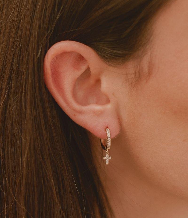 Mini Créoles Angéline avec cristaux / Bijoux en plaqué or 18 carats pour femme.