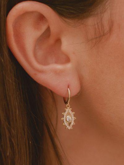 Mini Créoles Elynn avec cristaux / Bijoux en plaqué or 18 carats pour femme.