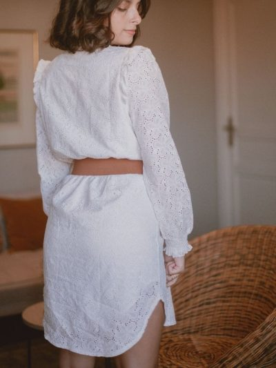 Robe broderie anglaise blanche coupe droite