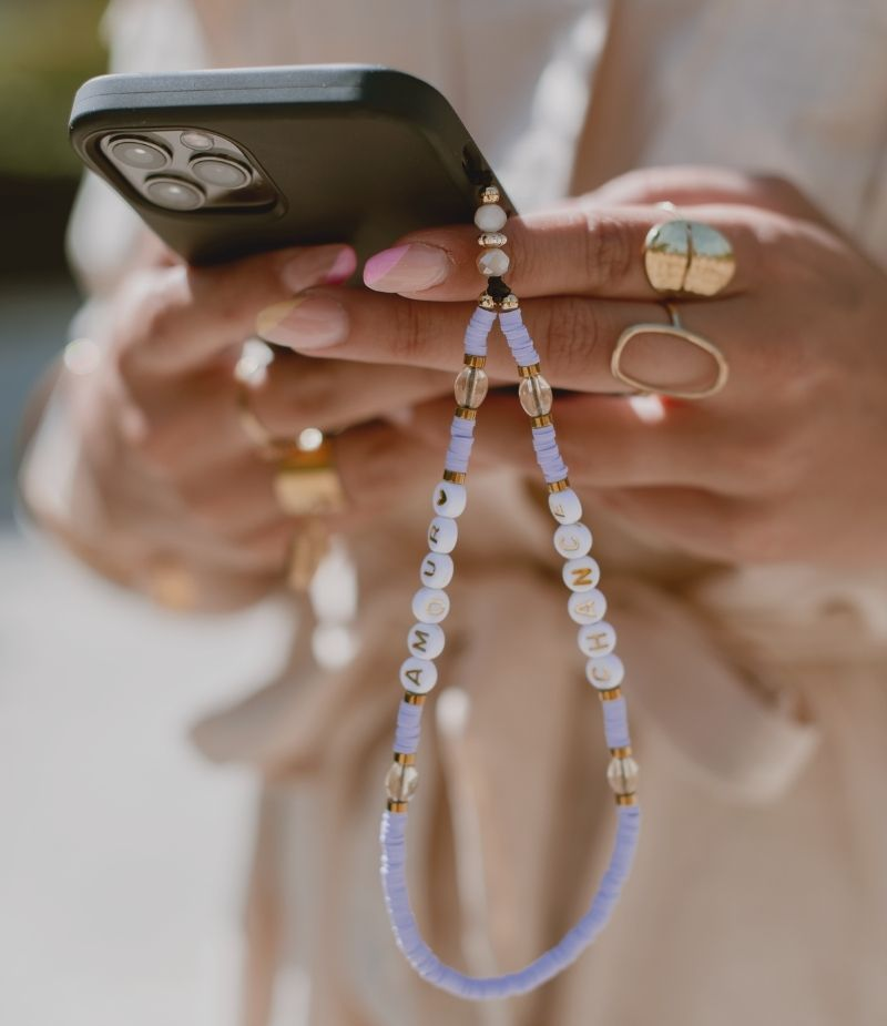 Bijou de téléphone portable violet