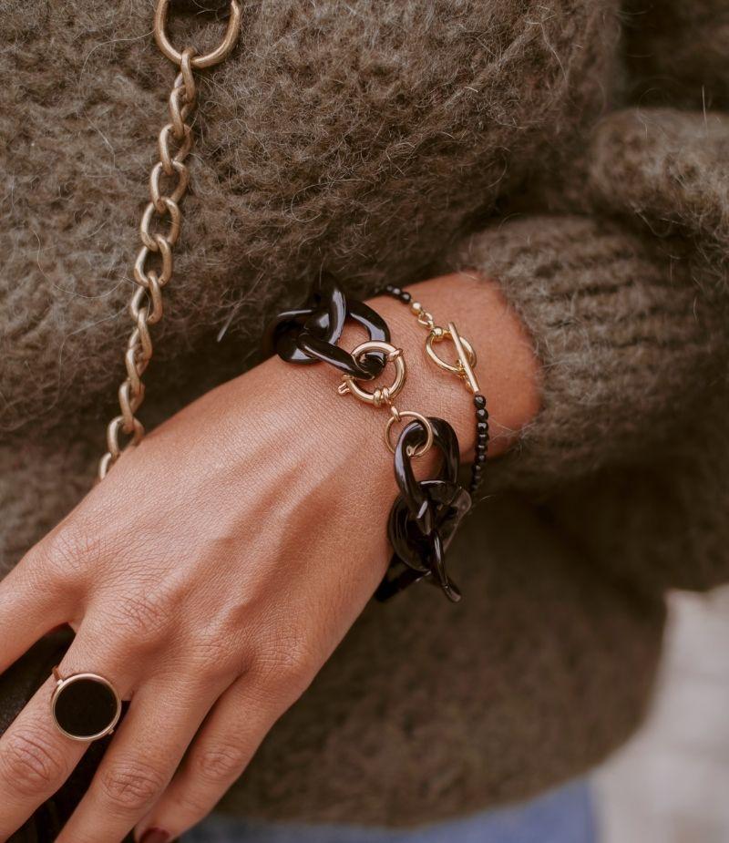 bracelet fantaisie grosse maille noir porté