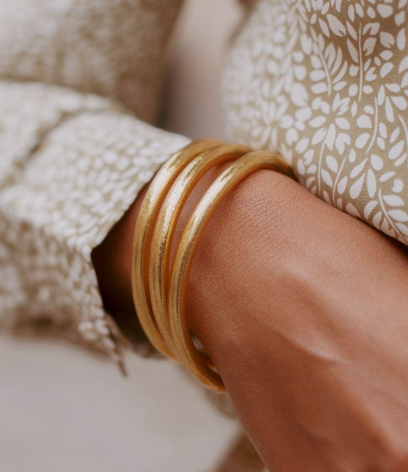 jonc tibétain doré porté